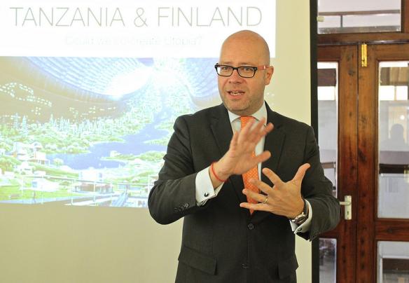 Aape Pohjavirta proposing a utopia of Tanzanian society